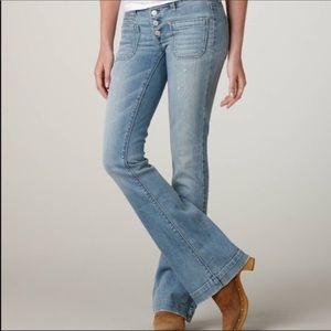 American Eagle Vintage Flare light wash blue jeans